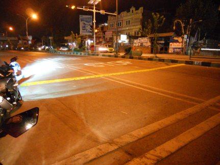 """""""Polisi Tidur"""" di Jl. Margonda Raya, Depok"""