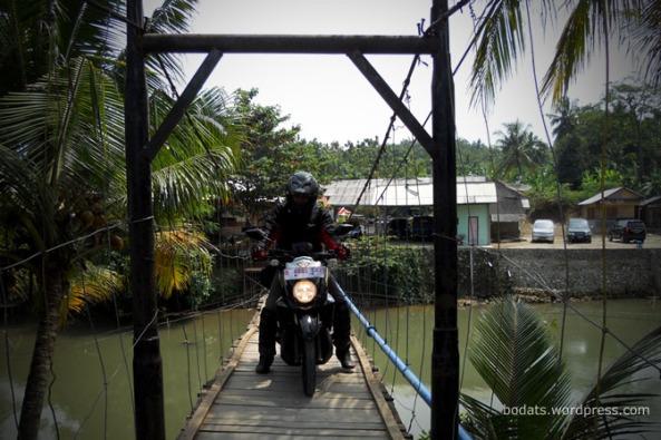 Sensasi Jembatan Gantung